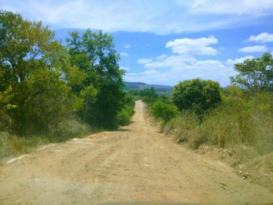 Itapetinga: Prefeitura realiza manutenção nas estradas da Piabanha e região