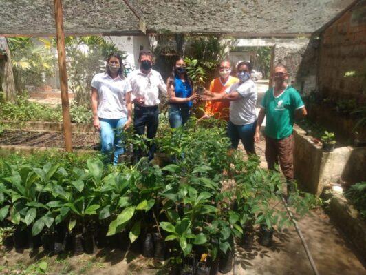 Prefeitura distribui mudas de árvores frutíferas à Associação Comunitária